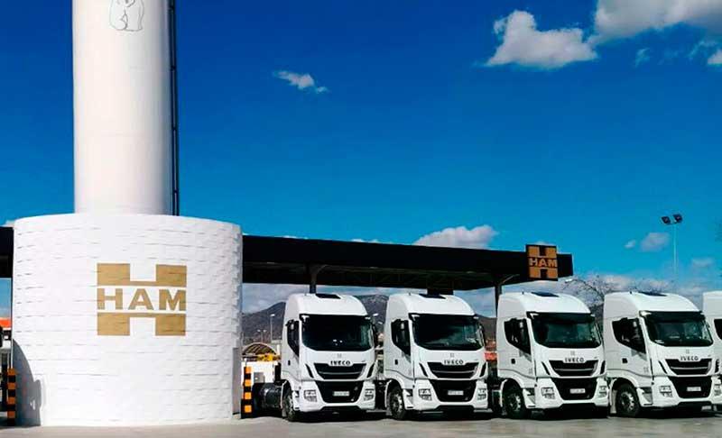 Il gruppo Ham ha una vasta flotta di trattori, per il trasporto su strada di GNL, che riducono l'emissione di particelle inquinanti