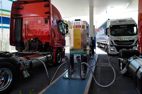 Stazione di servizio di gas naturale liquefatto progettata, costruita e commissionata da HAM Italia. La stazione ha un erogatore a doppia erogazione di GNL