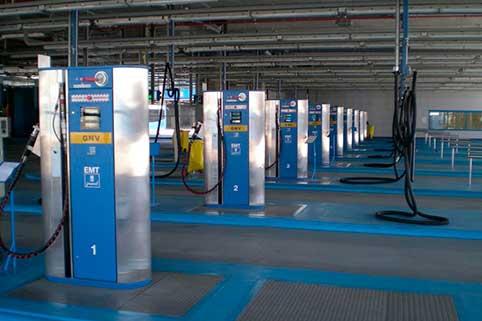 Il gas naturale liquefatto può essere utilizzato nelle stazioni di servizio per rifornire di carburante veicoli pesanti destinati al trasporto su strada