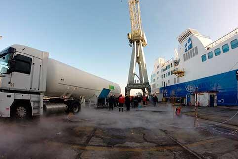 Il reparto criogenico di Ham realizza progetti pionieristici nel settore marittimo, relativi al servizio di bunkeraggio camion-nave di gas naturale liquefatto (GNL)