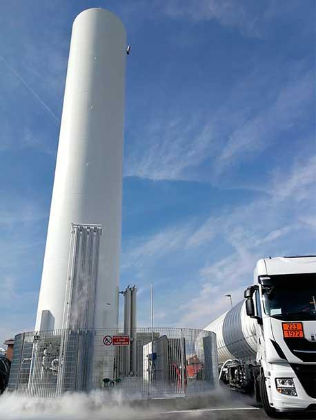 Le stazioni di servizio di gas naturale liquefatto (GNL) di Ham Italia consentono ai veicoli pesanti di rifornire di carburante un combustibile pulito ed economico
